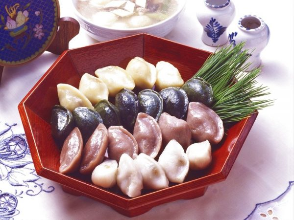 韓国ではソンピョン(松餅)を秋夕に楽しむそうです。