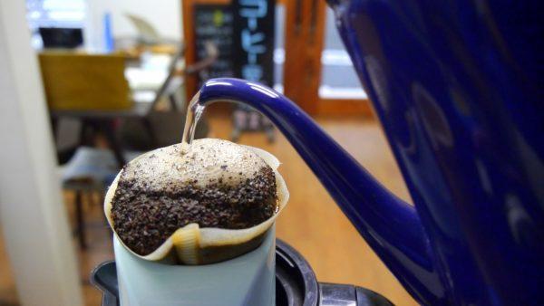 ハンドドリップでコーヒーを淹れてみましょう