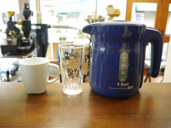 コーヒーカップ、グラス、電気ケトル
