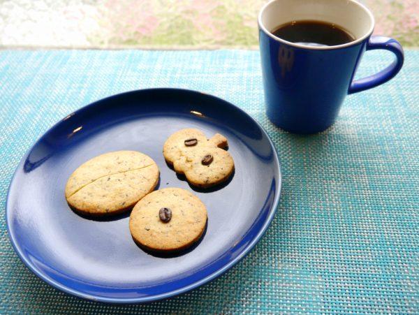 2種類の焙煎度のコーヒー豆を使ったクッキー