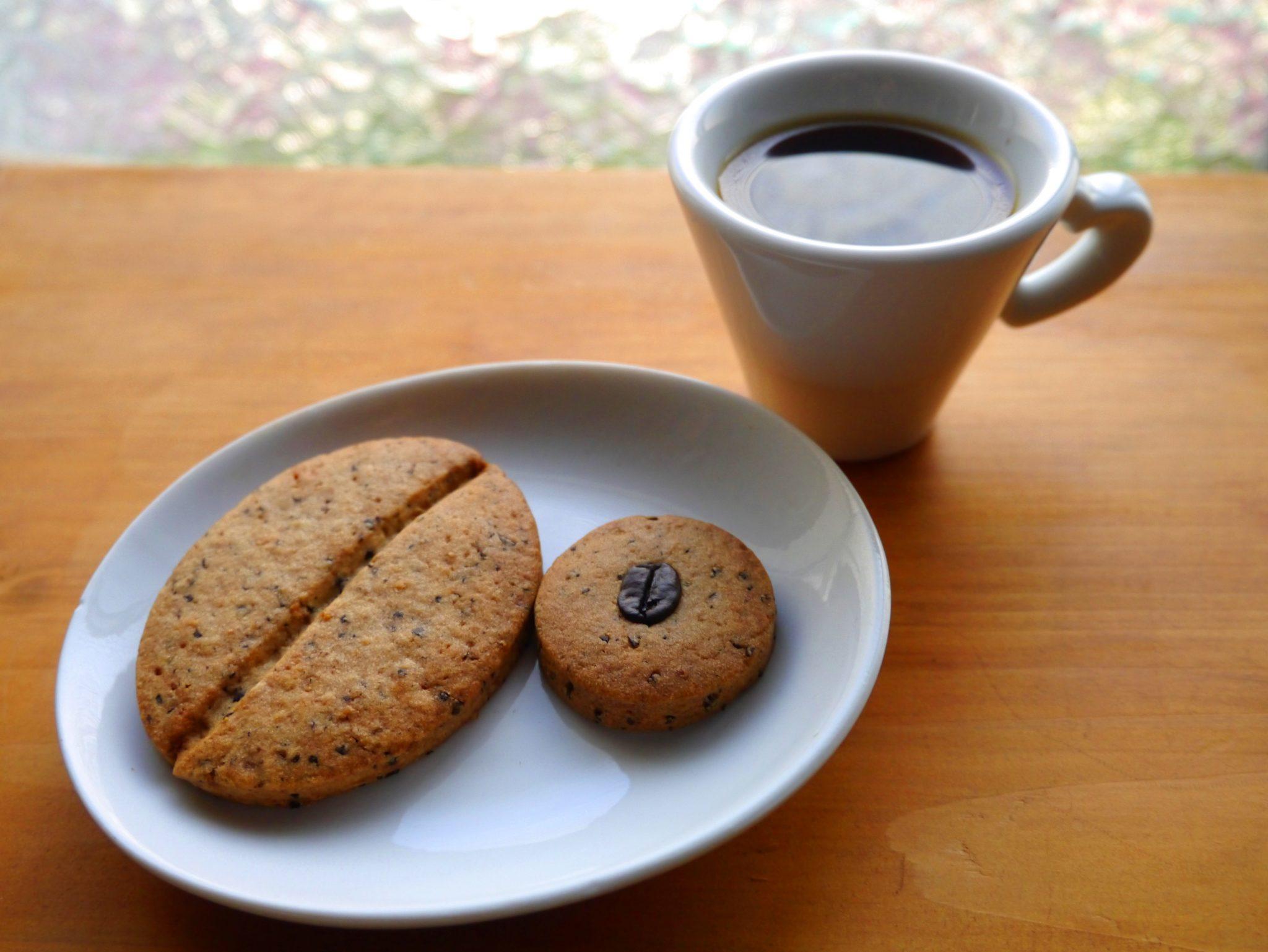 自家焙煎コーヒー豆と自家製コーヒー豆クッキーのセットです。