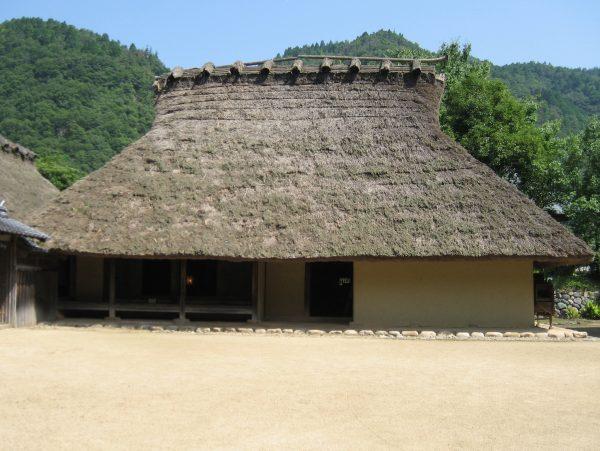 茅葺屋根(かやぶき)