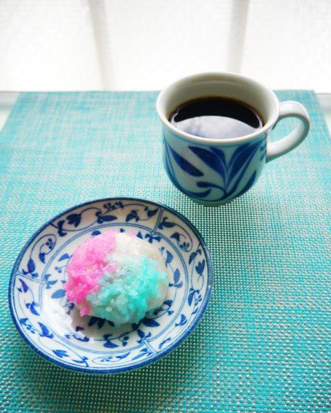 月ヶ瀬さんのいがもちはピンク&ブルーです。