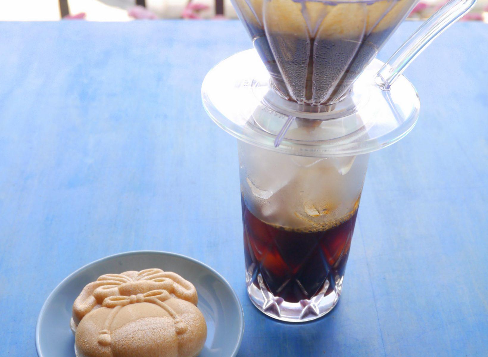 甘栄堂 さんの「福かすが」(つぶあん)とアイスコーヒー