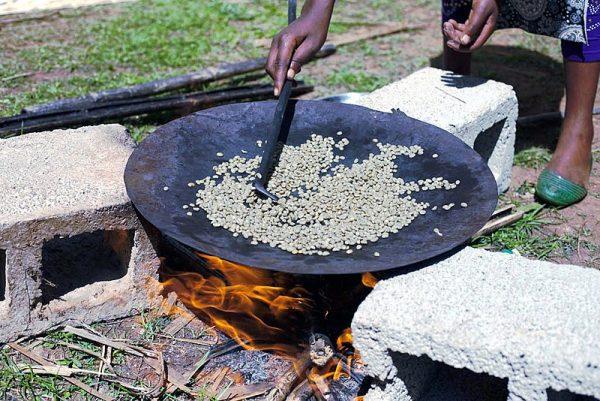 エチオピア コーヒーセレモニー (焙煎風景)