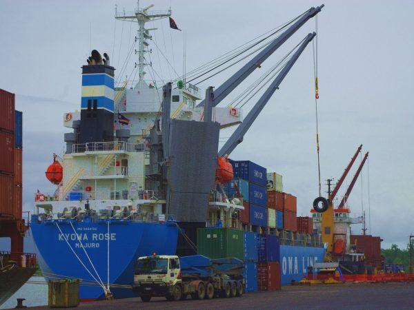 パプアニューギニア コーヒー豆の船積み