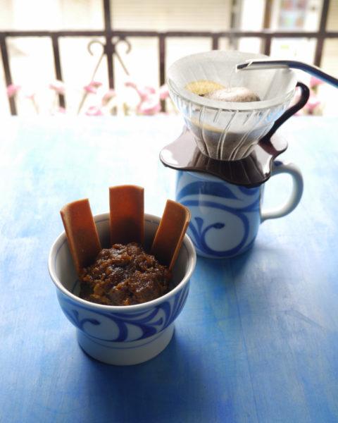 黒ひよこ豆のコーヒーあんと八ツ橋とドリップコーヒー
