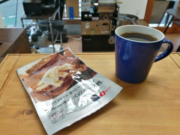 LAWSON ブルーチーズのチーズ鱈とコーヒー