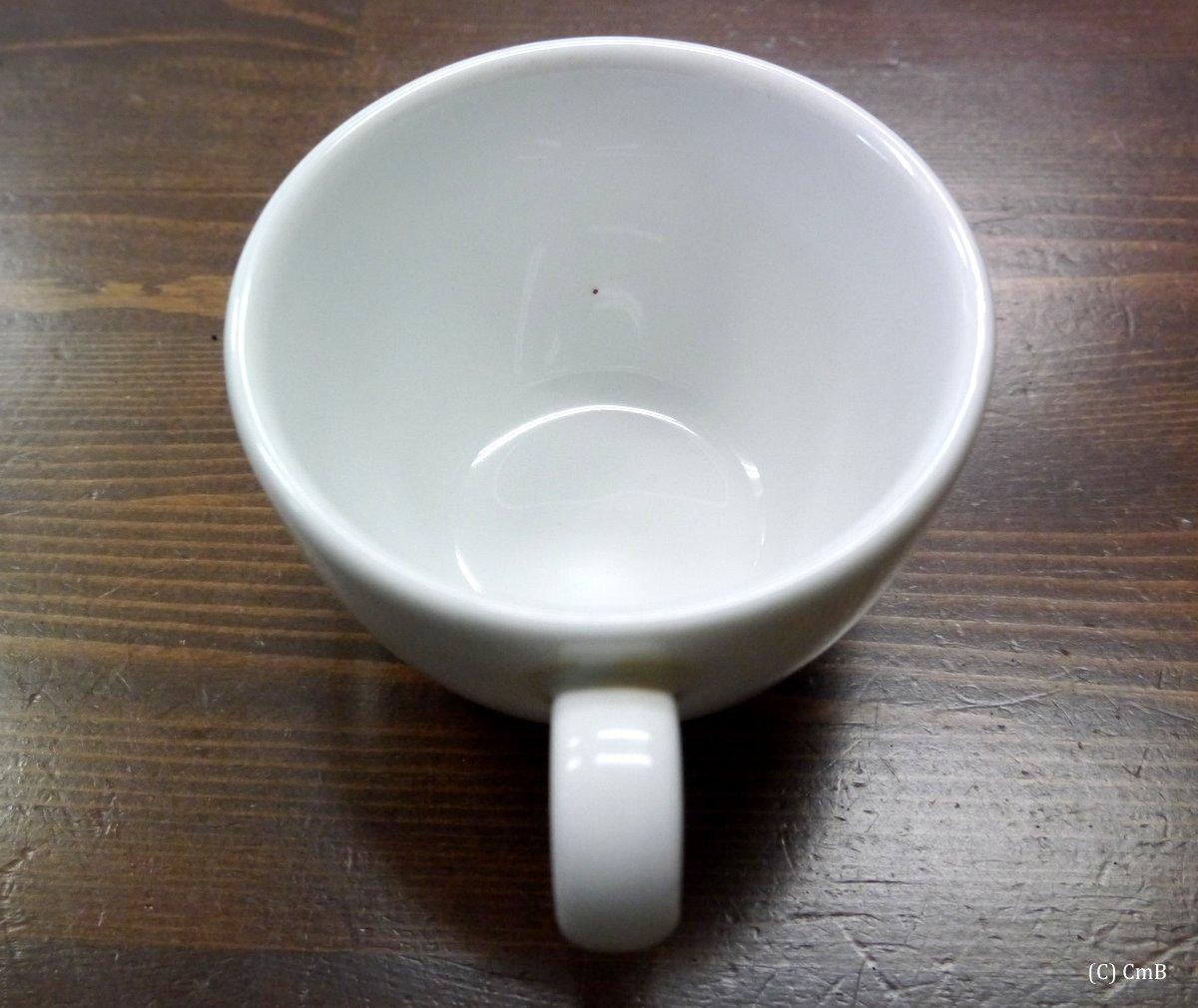 らくやかマーカーで点を入れたカフェラテ用カップ