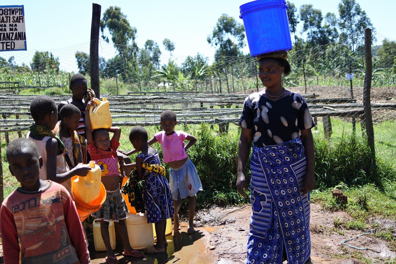 タンザニア ムリバ - 女性と子ども達